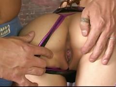 Die deutsche Schlampe Helga probiert BDSM mit ihrem Freund aus